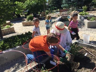 Students & Teachers in the garden (2)